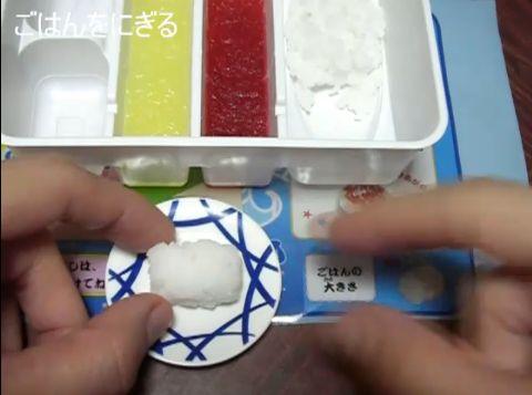 ねるねるねるね系の駄菓子を見た外人「日本SUGEEEEEEEEEEEEEE」のサムネイル画像