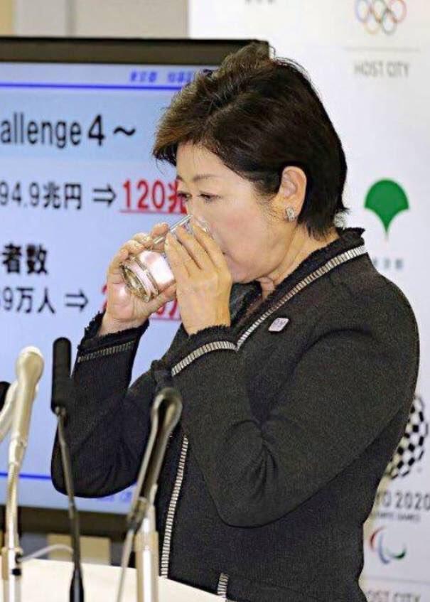 【悲報】小池百合子が朝鮮飲みwwwwwwwwwwwwwwのサムネイル画像
