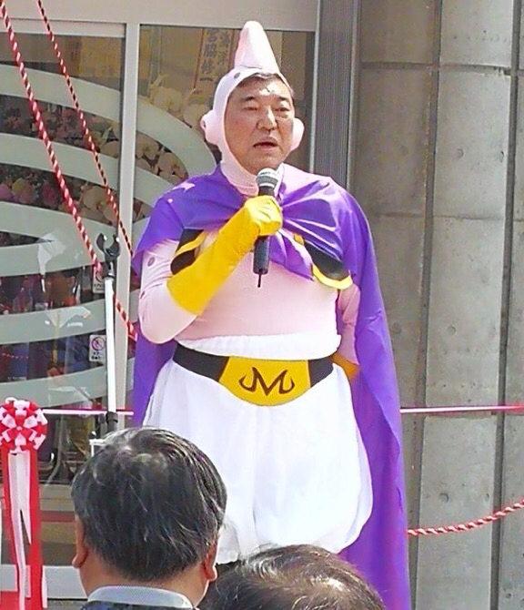 【自民党】時期総理候補としてマスコミ一押しの石破茂さん、魔人ブウのコスプレを披露 のサムネイル画像