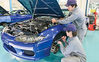 【悲報】日本の自動車整備士が激減「このままでは国民の足に影響がでる」と警告・・・のサムネイル画像