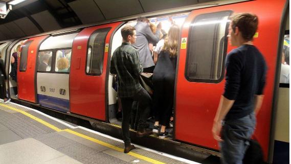 """【痴漢冤罪】いきなり警察に引き渡したりしない """"日本とは違う""""英国地下鉄の対応のサムネイル画像"""