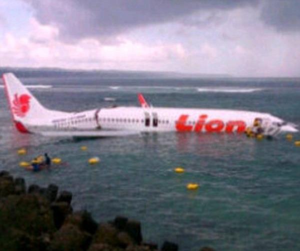 バリ島で旅客機が海に転落かのサムネイル画像