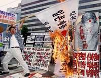 「国レベルで対処を」 韓国の国旗を料理して食べる動画に非難殺到!!のサムネイル画像