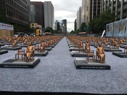 韓国ソウルの広場に慰安婦像500体が展示wwwwwwwwwwwwwwwwのサムネイル画像