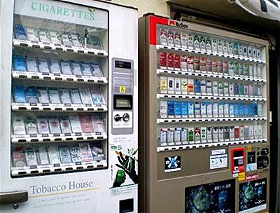 【福岡】40歳女、たばこ自販機のパネルをたたき割るwwwwwwwwのサムネイル画像
