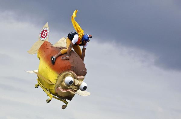 【画像】おそロシアの鳥人間コンテストが、ぶっ飛んでいる件のサムネイル画像