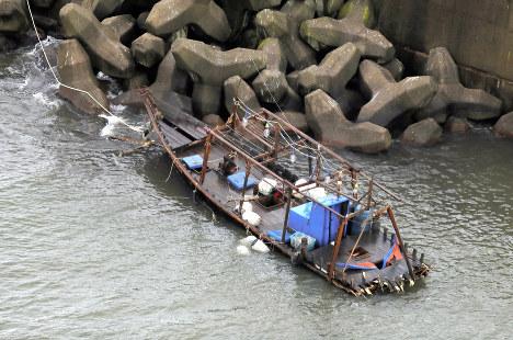 【画像】秋田に漂着した北朝鮮船、県警が24時間態勢で監視も姿を消すwwwwwwwwwのサムネイル画像