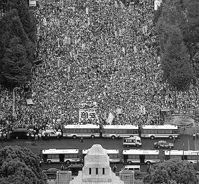 14日は熊本地震の日 → 反アベ「よし、安倍政権にトドメだ!」→ 全国で集結へwwwwwwwwww のサムネイル画像