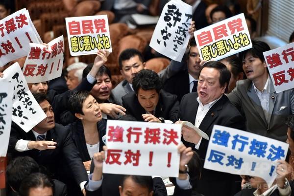 【国会】朝日新聞「野党の大半が欠席しているのに、審議を進めるのは異常事態だ!」のサムネイル画像