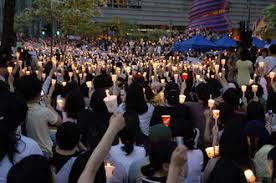 【速報】元SEALDsら、官邸前でろうそくデモの模様wwwwwwwwwwwwwwのサムネイル画像