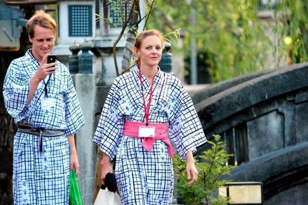 【衝撃】外人旅行者が日本に来て不満爆発「会話が通じない」「タクシー高い」wwwwwwwwwwのサムネイル画像