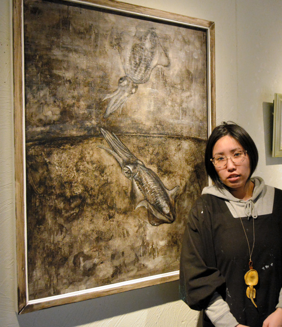 【〈:3 彡】ほぼ毎晩イカの夢を見る、イカに取り憑かれた女性画家の絵がこちらwwwwwwwのサムネイル画像