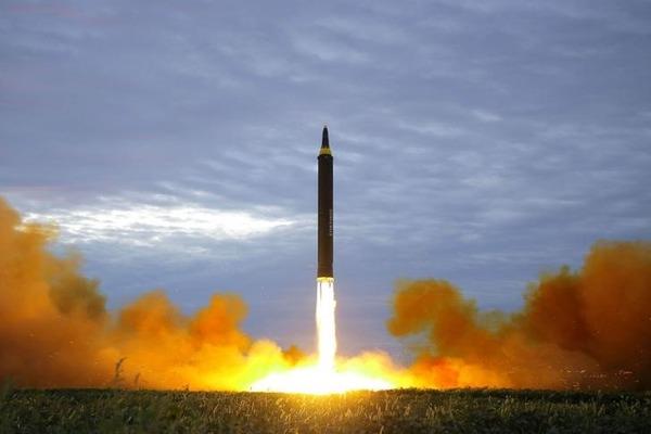 東京新聞「日本人は北朝鮮ミサイル発射に備える訓練を嗤うべきだ」のサムネイル画像
