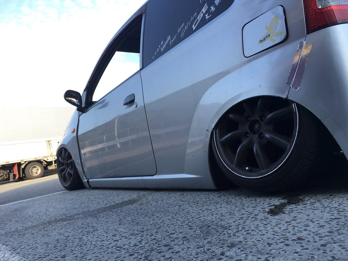 【衝撃】最近のDQN車のローダウンがやばすぎwwwwwwwwwwのサムネイル画像