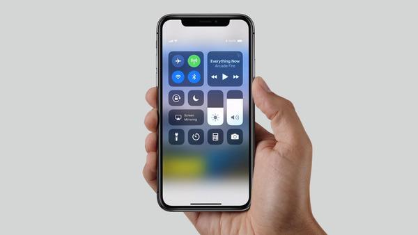 【緊急警告】Apple社「iPhoneXの顔認証Face IDを子供に使うのは危険なので使用しないで」のサムネイル画像