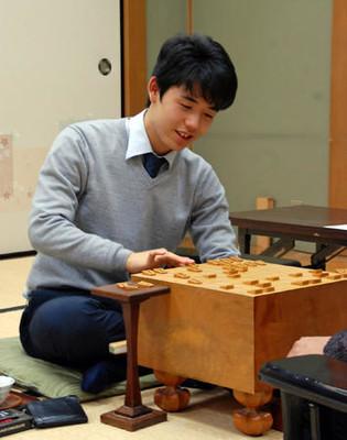 【将棋】藤井聡太四段、最年少50勝に「せつもく(節目)の数字となりました」 のサムネイル画像