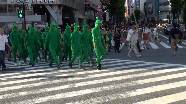 【東京】全身ミドリ男 女子生徒の背中に液体かけて逃走 足立区西新井のサムネイル画像