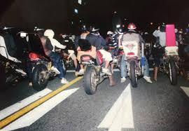 【悲報】無職「バイク集団がうるせえ!コロしてやる!!」→ 車で突っ込んだ結果・・・のサムネイル画像