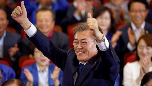 【韓国】就任早々死に体の文大統領 伝統の反日ブーストで巻き返しをはかるwwwwwwwwwwwwwwwのサムネイル画像