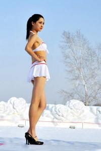マイナス20度でビキニ  【中国】のサムネイル画像