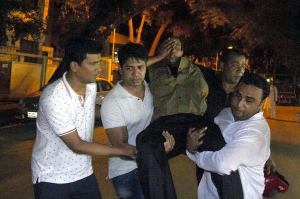 不明の日本人7人「厳しい」 救出の1人は被弾 バングラデシュ・ダッカ人質事件のサムネイル画像