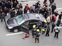 画像あり【凄すぎワロタw】走行中のトヨタ車が突然爆発 :(;゙'ω`'):、;'.・ガハァッ!のサムネイル画像