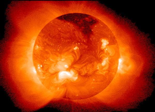 北朝鮮が「人類初の太陽への着陸」に成功 黒点のサンプルを採取のサムネイル画像