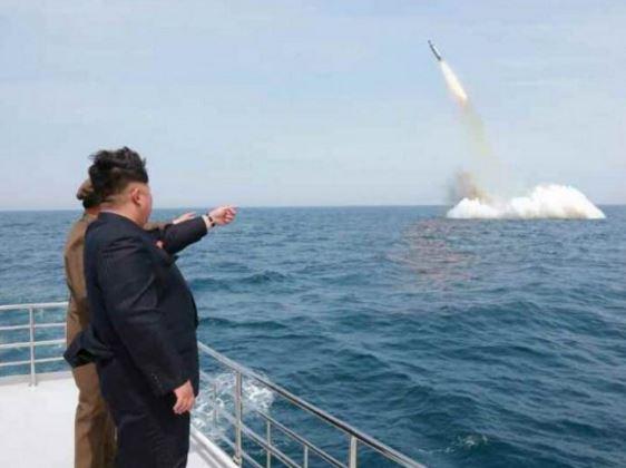 【北朝鮮ミサイル発射】日本人「wwwどうせ日本に落ちない」← これが今の日本人のサムネイル画像