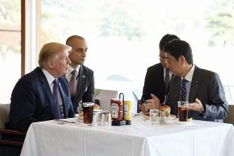 【話題】ケチャップ好きなトランプ大統領はステーキにもケチャップ 外交儀礼よりも自身の好みを優先wwwwwwのサムネイル画像