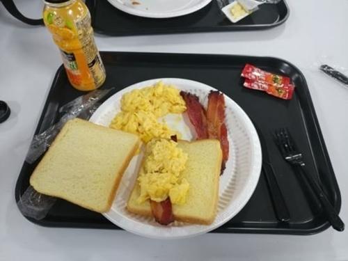 【画像】「この食事は韓国でいくらでしょうか?」→ その正解が衝撃的すぎるwwwwwwwwwwwのサムネイル画像