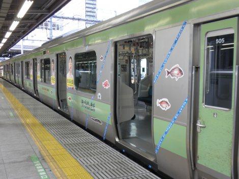【電車】JR山手線 走行中車内で乗客のリュックから出火のサムネイル画像