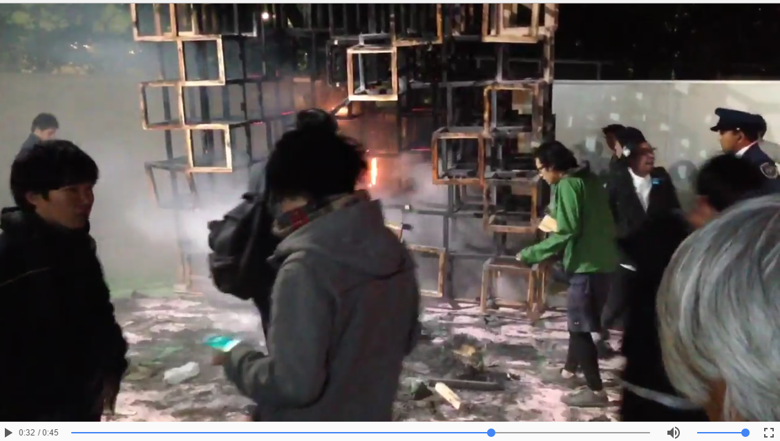 【まさに炎上】新宿・神宮外苑イベントで火事 → 目の前で子供が焼かれてるのに、ポケモンGOで遊んでる奴がいる件について・・・のサムネイル画像