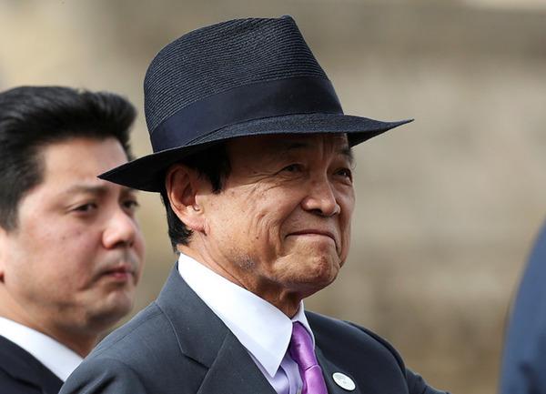 【衝撃】麻生財務相「朝日新聞も信用できるところはある。時々当たる」のサムネイル画像