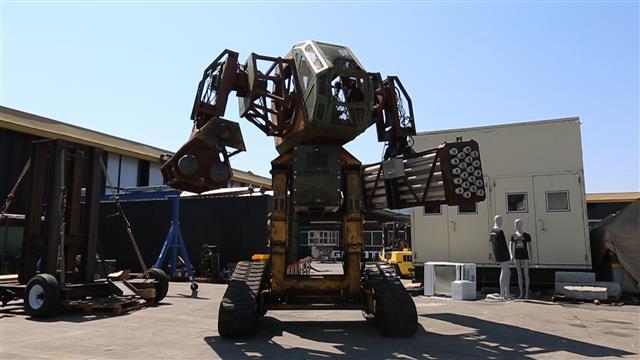 【アメリカVS日本】巨大ロボットを戦わせるデスマッチがくっそ楽しそうwwwwwwwwのサムネイル画像