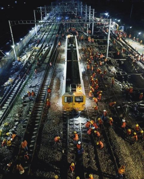 【驚愕】中国の線路、たった9時間で工事が完了wwwwwwwwまさに高速鉄道wwwwwwwのサムネイル画像