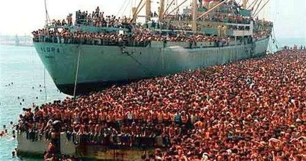 日本に移民を300万人受け入れると、経済効果が20兆円!!!のサムネイル画像