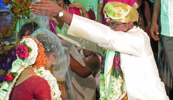 インドの結婚式場にて、新婦「15+6は?」 新郎「17」→新婦逃亡のサムネイル画像