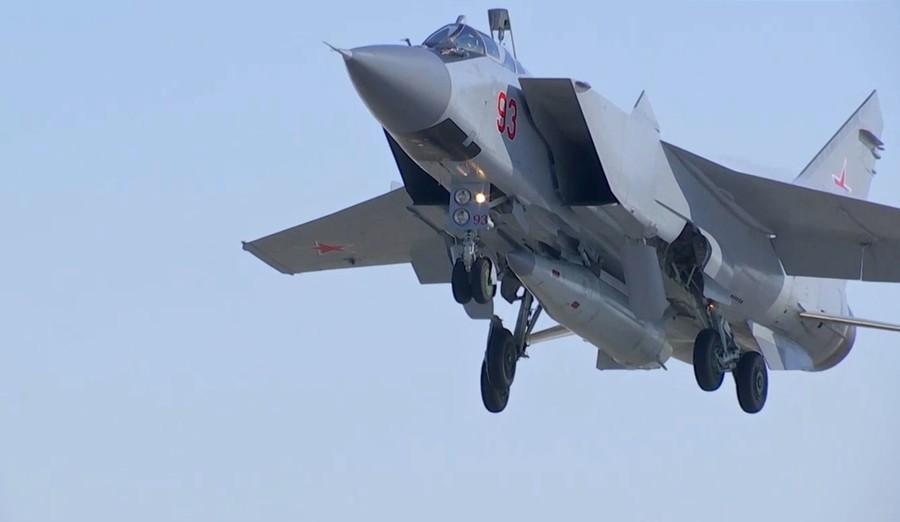 【ロシア】プーチン大統領「理想の兵器」→ 極超音速ミサイルの発射実験に成功・・・のサムネイル画像