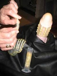 何気なく挿入したチンポを鋭いトゲでめった刺しにするコンドーム、レイプ対策にどうぞのサムネイル画像