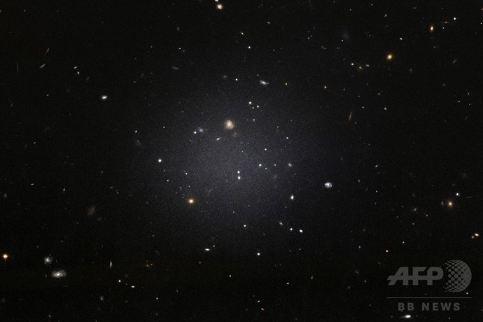 【宇宙ヤバイ】6500万光年先で「暗黒物質のない銀河」が発見される・・・のサムネイル画像