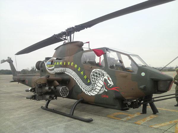 陸自の対戦車ヘリ 初の女性パイロットが訓練開始 輸送ヘリなど15年操縦してきたベテランのサムネイル画像
