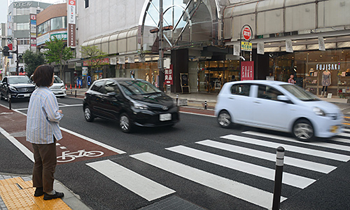 【朗報】信号の無い横断歩道で止まらない車を1250人検挙へのサムネイル画像