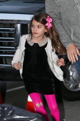 【幼女】トム・クルーズの娘のファッションが幼稚すぎて非難殺到wwwwwwwwwwwwwのサムネイル画像