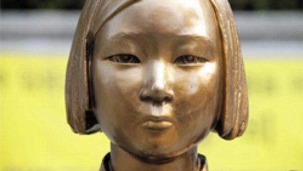 【自民党】党の会議で、慰安婦像を「虚偽の少女像」と呼ぶべきと議員が要求→外務省が呼称みなし検討へwwwwwwwwwwwwのサムネイル画像