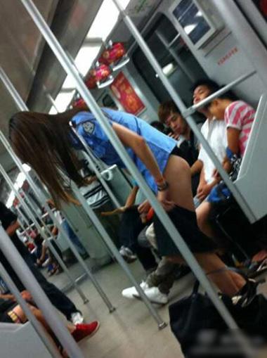 中国で「乳揉み兄貴」に続き、「冷静兄貴」が話題にのサムネイル画像