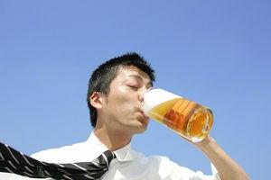 ビールのゴクゴク音、酒飲むシーンの喉元アップは規制へwwwwwwwwwwwのサムネイル画像