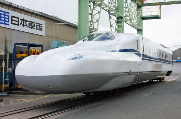 【鉄道】JR東海、新型新幹線「N700S」を披露!スリッパみたいだと話題にwwwwwwwwwwwwwwwwwのサムネイル画像