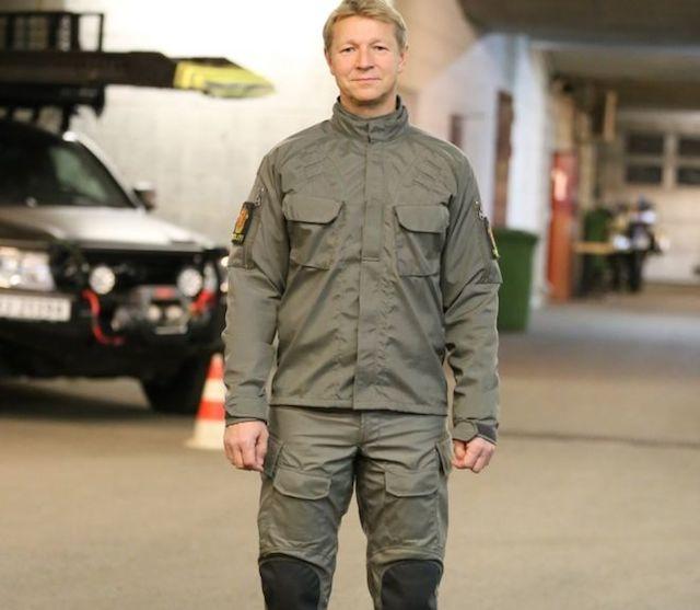 【悲報】ノルウェー警察官の新制服が「ダサい」「ナチスや北朝鮮みたい」などと批判されるwwwwwwwwwwwwwwのサムネイル画像