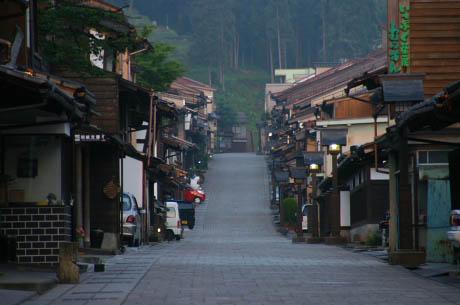 アメリカ「日本でアメ車が売れないのは日本の道が狭いせいだ!」のサムネイル画像