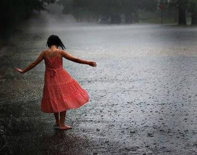 【感動】大雨の中佇む女子中学生に傘を渡す → 帰りたくない泣きつかれる → その結果・・・のサムネイル画像